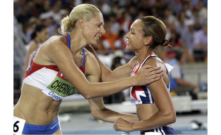 Chenova pierde oro mundial por dopaje, Ennis-Hill lo gana