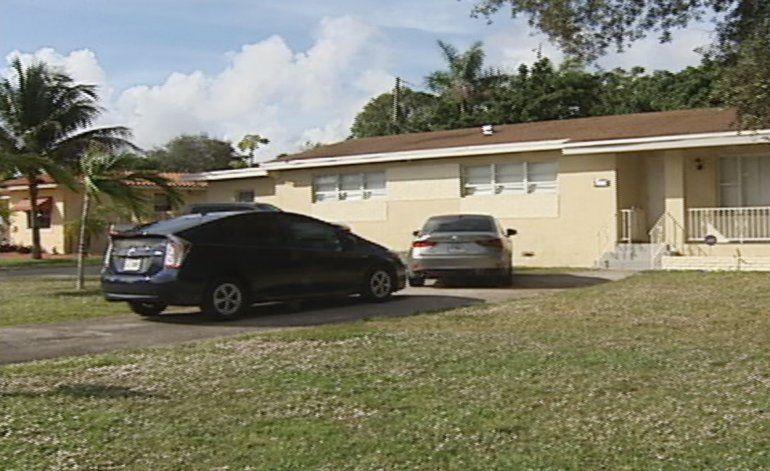 Hombre resulta herido de bala luego de que el dueño de una vivienda le disparara a un intruso