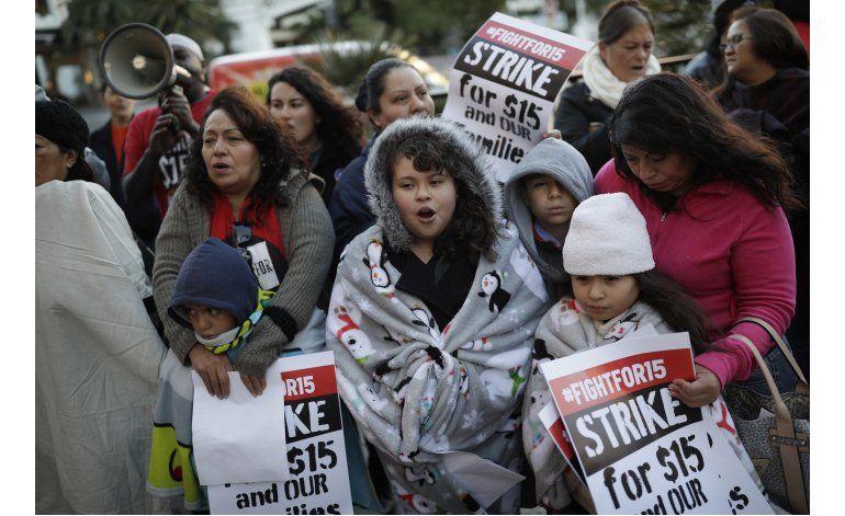 Protestan en EEUU para pedir aumento de salario mínimo