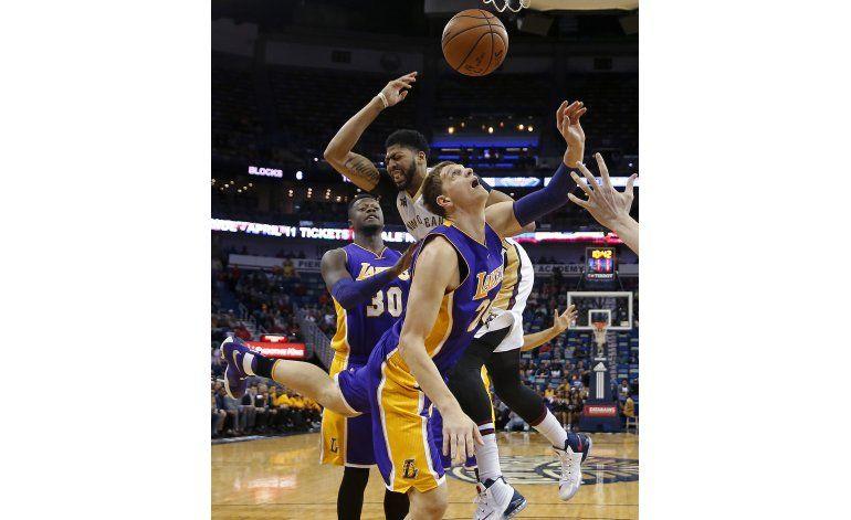 Con 41 puntos de Davis, Pelicans aplastan a Lakers
