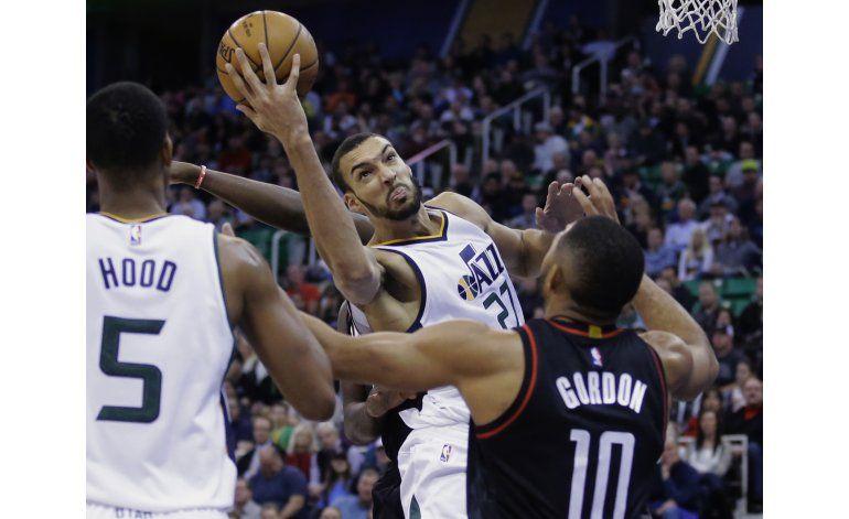 Hayward luce con 31 puntos y Jazz arrolla a Rockets