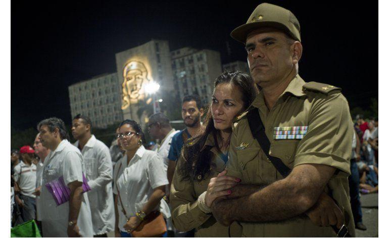 Cenizas de Fidel Castro salen en caravana a este de Cuba