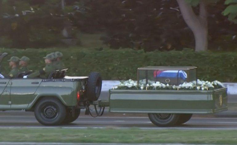 Comienza el recorrido del cortejo fúnebre con las cenizas de Castro por Cuba