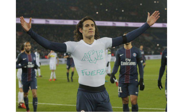 Con otro gol de Cavani, PSG le sigue el paso al líder Niza
