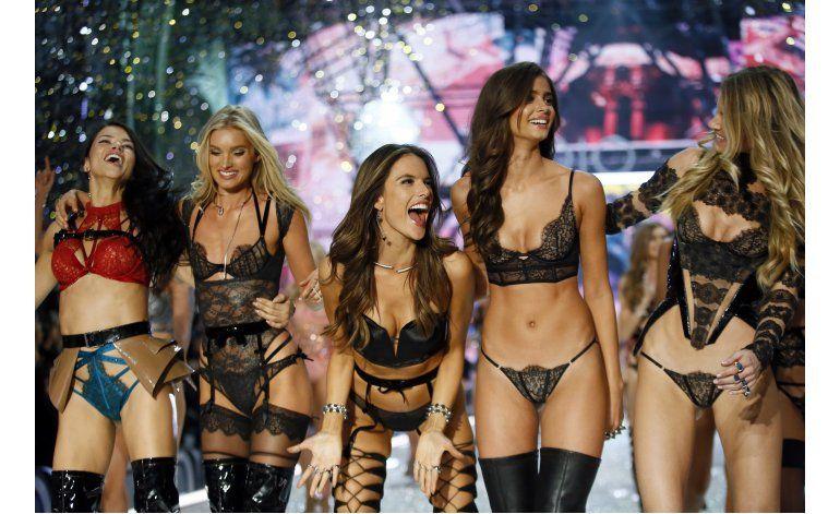Victorias Secret deslumbra París con lencería y Lady Gaga