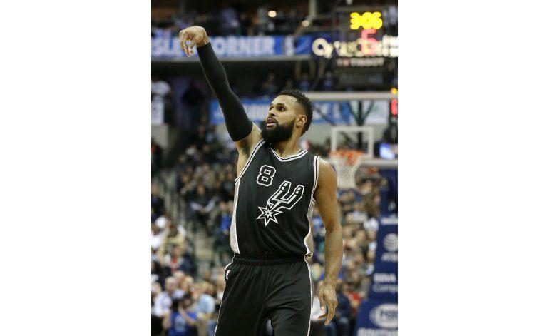 Mills comanda remontada de Spurs en triunfo ante Mavericks