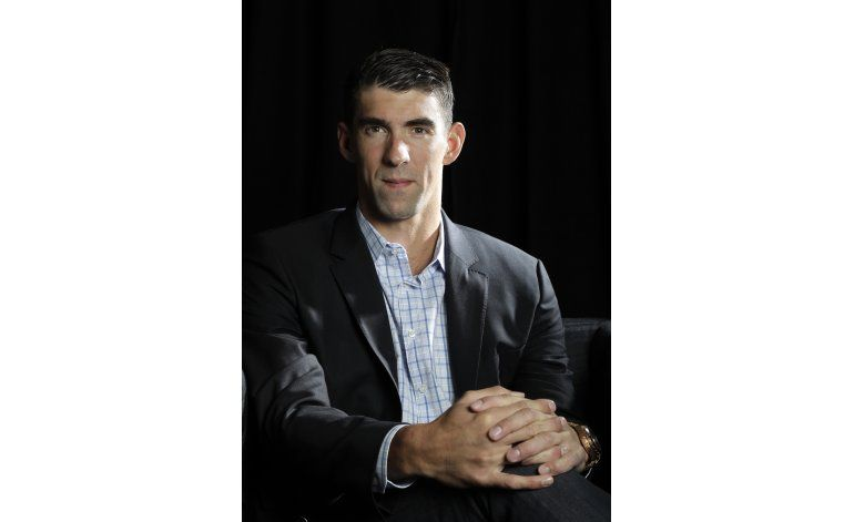 Campeón olímpico Michael Phelps se zambulle en la tecnología