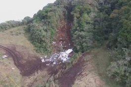 confirman que el avion que cayo en colombia con los futbolistas brasilenos se habia quedado sin gasolina