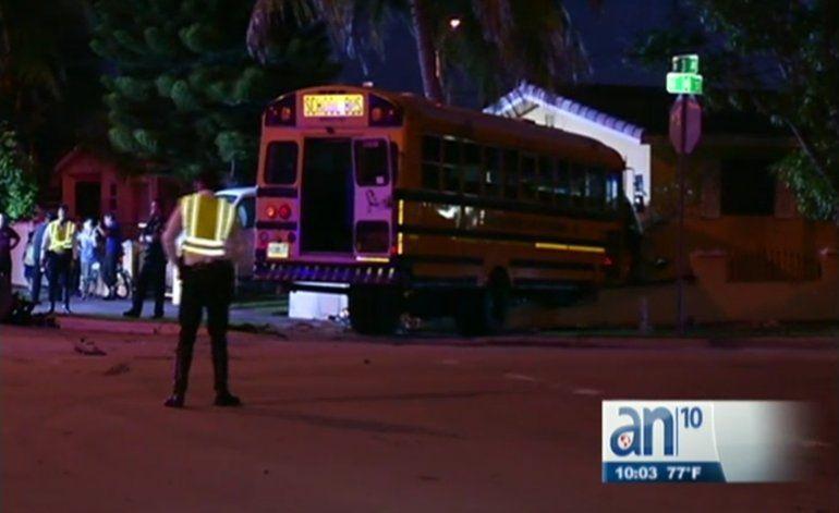 Cuatro niños y dos adultos heridos tras accidente en Hialeah
