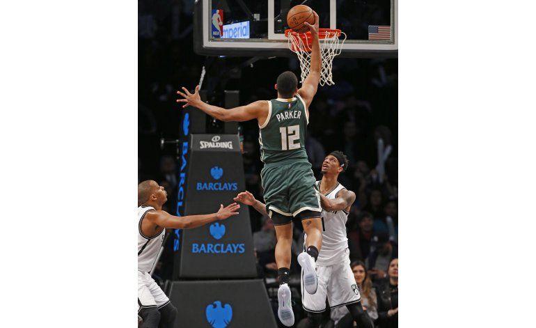 Antetokounmpo anota 23; Bucks doblegan a Nets