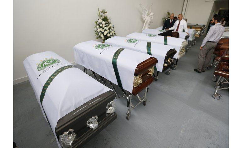 Familias recibirán a fallecidos en choque aéreo de Colombia
