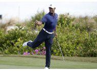 tiger logra un 65 en su segunda ronda en bahamas