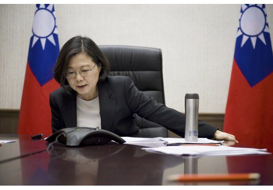 Trump minimiza controversia por llamada de Taiwán
