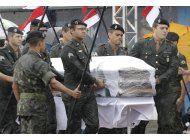 lluvia y dolor durante las honras a futbolistas muertos