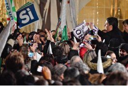 italia vota en referendo, renzi promete renunciar si pierde