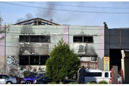 24 muertos por incendio en fiesta en almacen en california