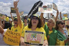 brasil: miles protestan contra corrupcion