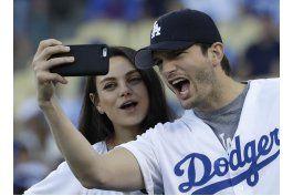 ashton kutcher, mila kunis revelan nombre de bebe