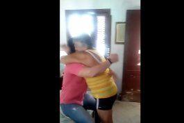 actor cubano ernesto amores sorprende a su abuela en cuba