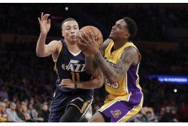 jazz frena remontada de lakers sin snyder, gana 107-101