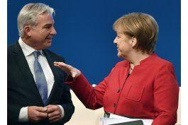merkel gana reeleccion como jefa de la udc alemana