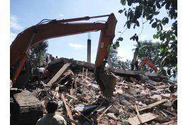 sismo sacude provincia indonesia de aceh, deja 54 muertos