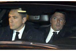 renzi renuncia como primer ministro de italia