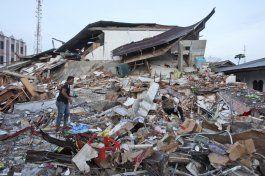 continua busqueda de sobrevivientes tras sismo en indonesia