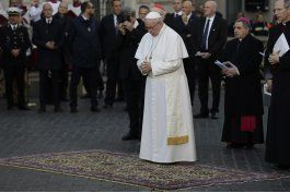 papa recuerda a familias pobres en roma