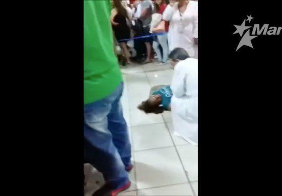VIDEO: Una viajera se desmaya en el aeropuerto de La Habana