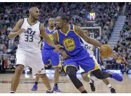 curry contribuye con 26 a victoria de warriors sobre jazz