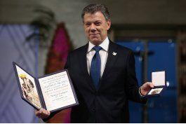 el presidente santos recibe el nobel de la paz