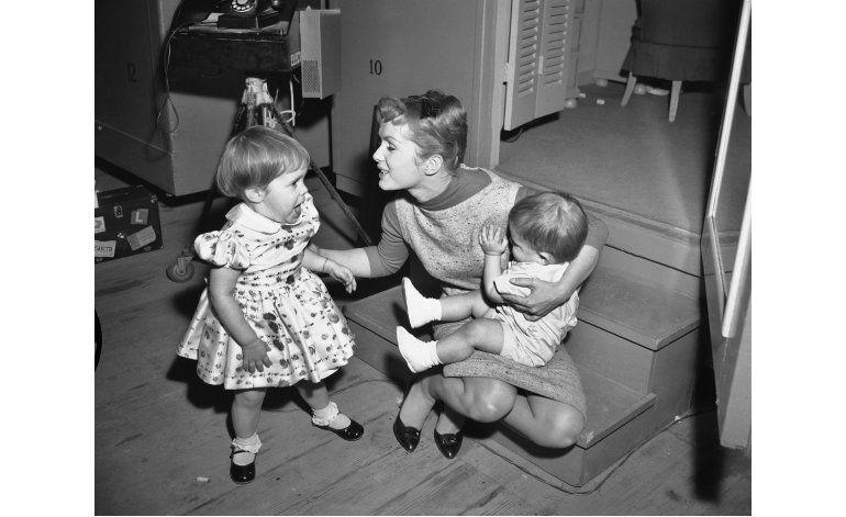 Muerte de Debbie Reynolds recuerda síndrome de corazón roto