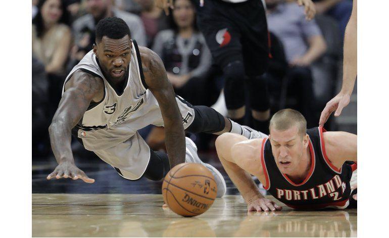 Spurs superan 1ra mitad terrible y ganan 110-94 a Blazers