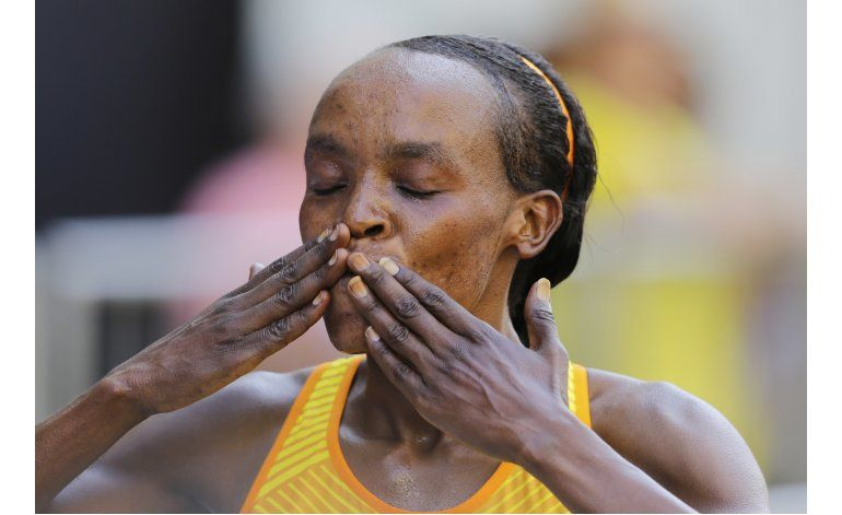 Keniana Sumgong fija récord en carrera San Silvestre