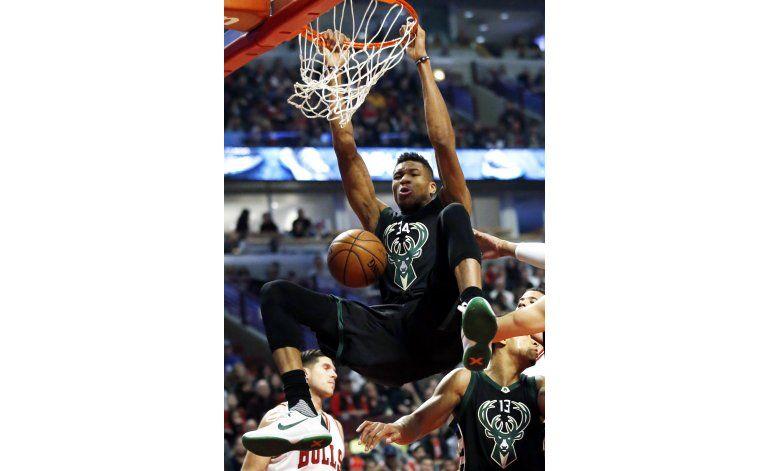Antetokounmpo suma 35 puntos y Bucks derrotan a Bulls 116-96