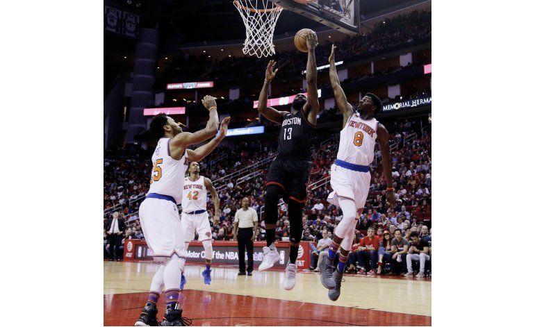 Harden encesta 53 puntos en triunfo de Rockets sobre NY
