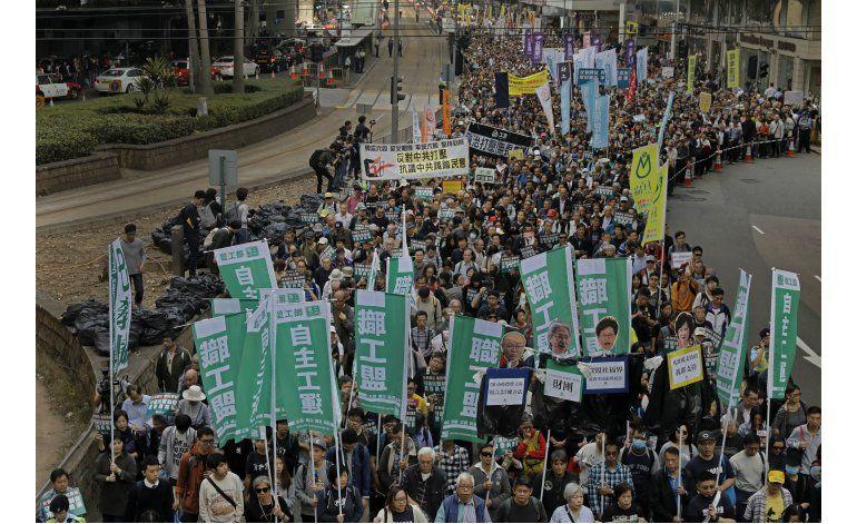 Miles marchan en Hong Kong en respaldo a legisladores