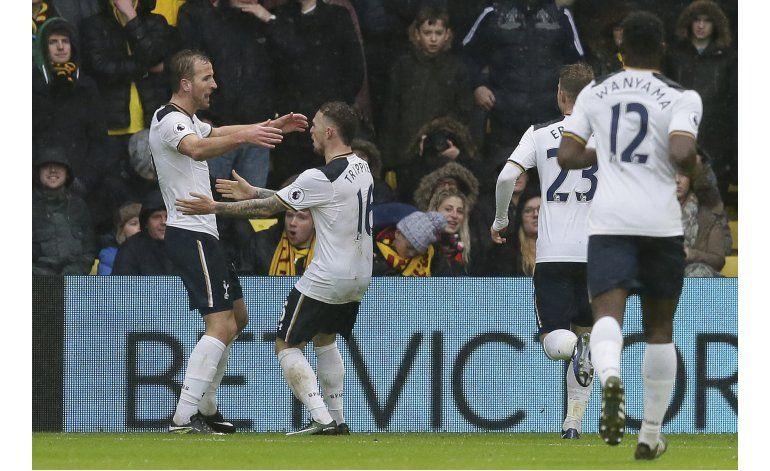 Giroud mete vistoso gol en triunfo de Arsenal en la Premier