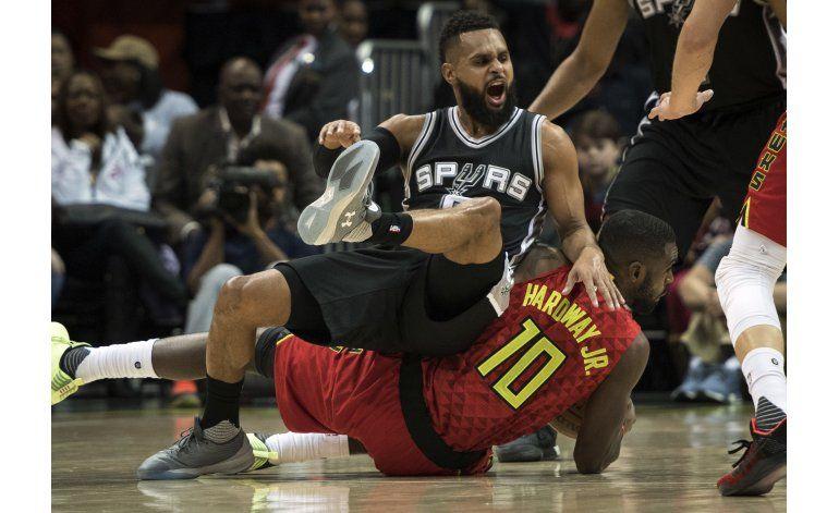 Hardaway impulsa a Hawks a vencer a Spurs en tiempo extra