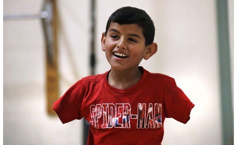 EEUU: Niño sirio sin brazos avanza, quiere reunir a familia