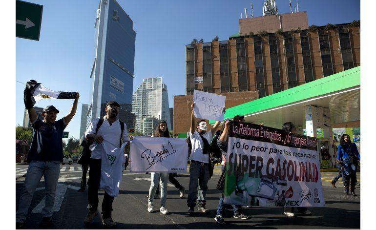 Protestan contra alza de combustibles en México