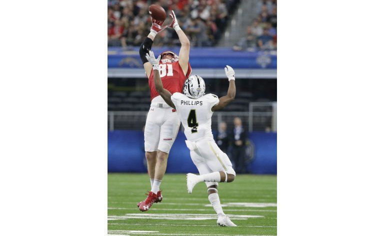 Wisconsin quita invicto a Western Michigan; gana Cotton Bowl