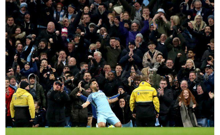 Manchester City acorta distancia con Liverpool en la Premier