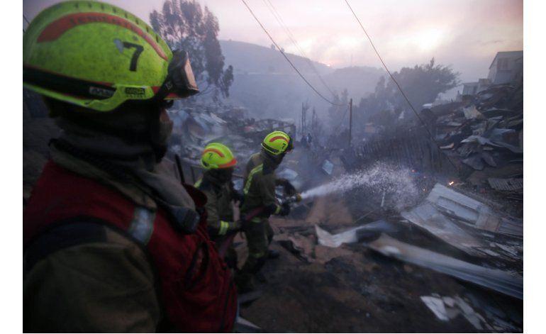 Incendio en Valparaíso deja 19 heridos