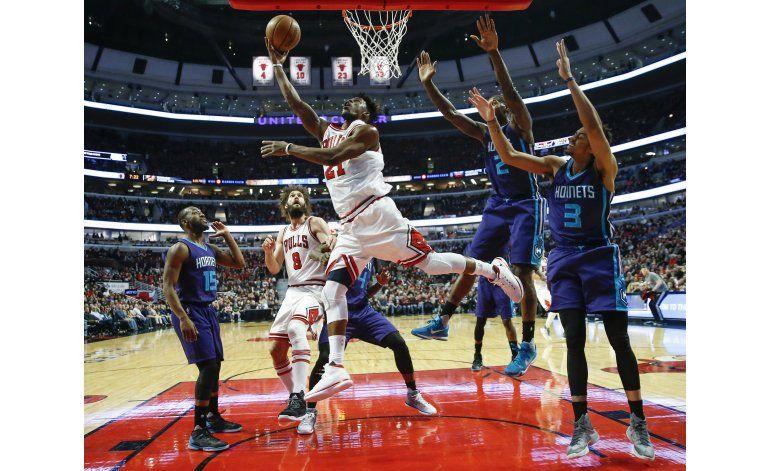 Butler anota 52 puntos y Bulls vencen a Hornets