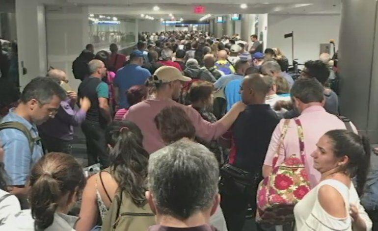 Autoridades investigan falla informática que causó retrasos en varios aeropuertos de EE.UU