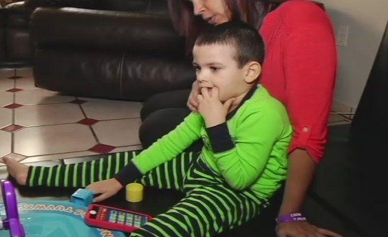Niño que sufre de epilepsia se beneficia de la marihuana medicinal