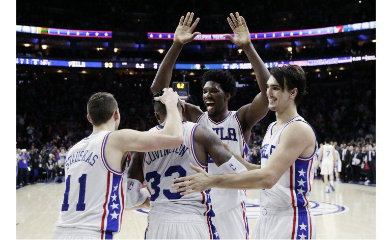 Covington encesta al final y 76ers superan a Wolves