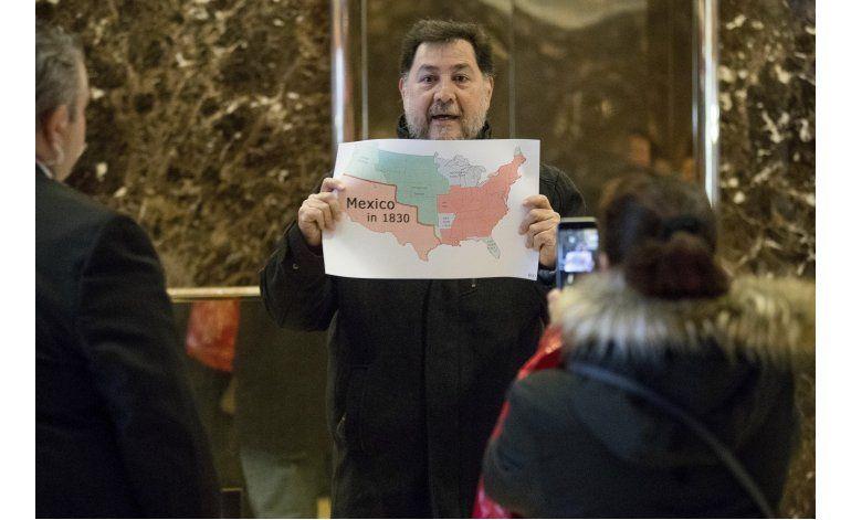 Ex diputado mexicano protesta en la Torre Trump